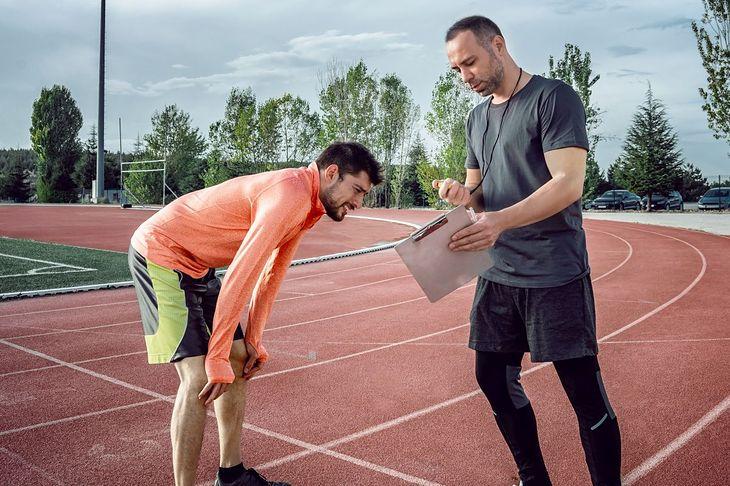 Biegacz ze swoim trenerem