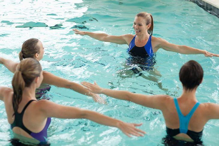 Aqua aerobik polecany jest wszystkim, bez względu na wiek i płeć