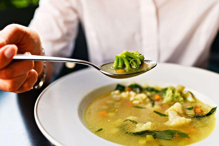Na diecie zupowej można jeść różne rodzaje zup