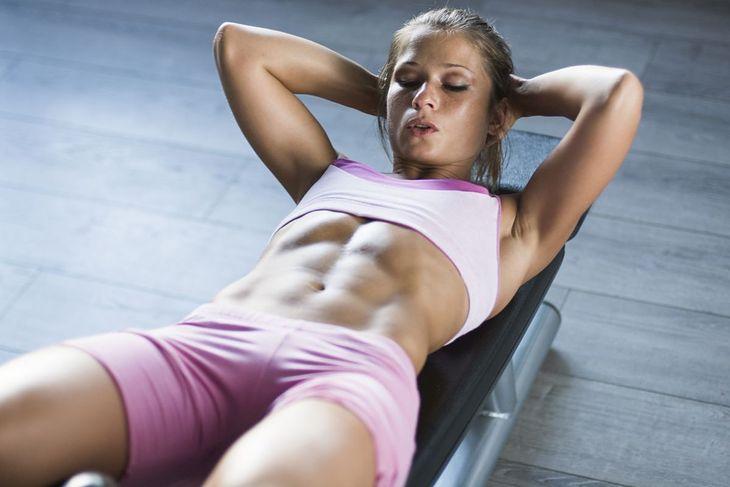Klasyczne brzuszki nie wystarczą do wyrzeźbienia dolnych partii mięśni brzucha