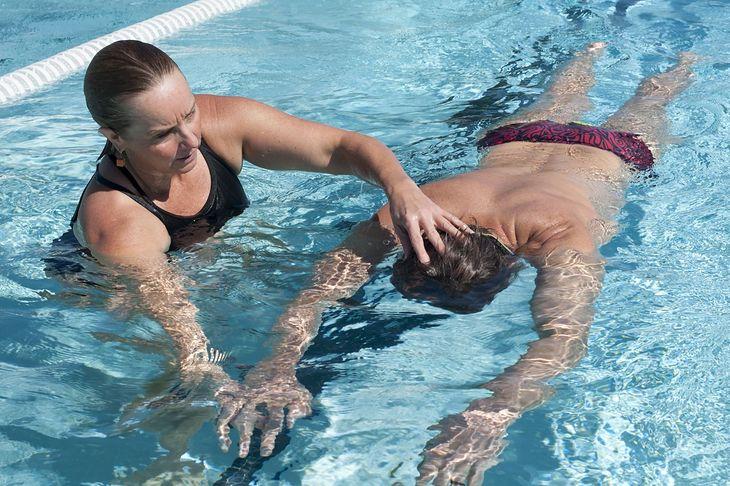 Na naukę pływania nigdy nie jest za późno. Dorośli także mogą nauczyć się pływać