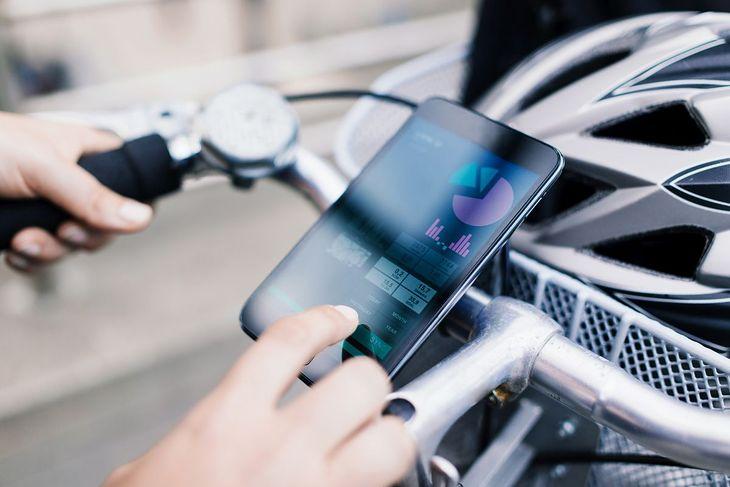 Uchwyt na telefon do roweru to przydatny gadżet