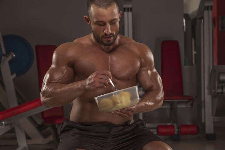 Trening plus dieta anaboliczna - to pozwoli ci zbudować masę mięśniową