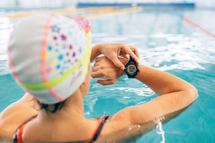 Na zdjęciu: zegarek do pływania