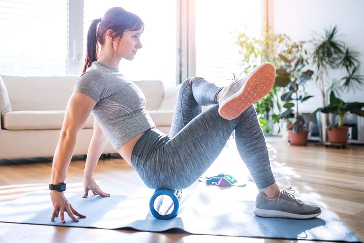 Na problemy z mięśniem gruszkowatym polecane jest regularne rolowanie