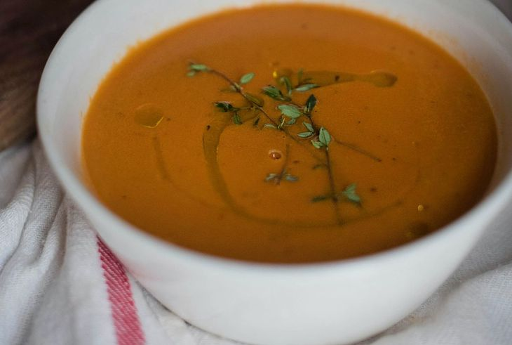 Dieta płynna zakłada spożywanie zup, bulionów, koktajl i innych potraw w płynie