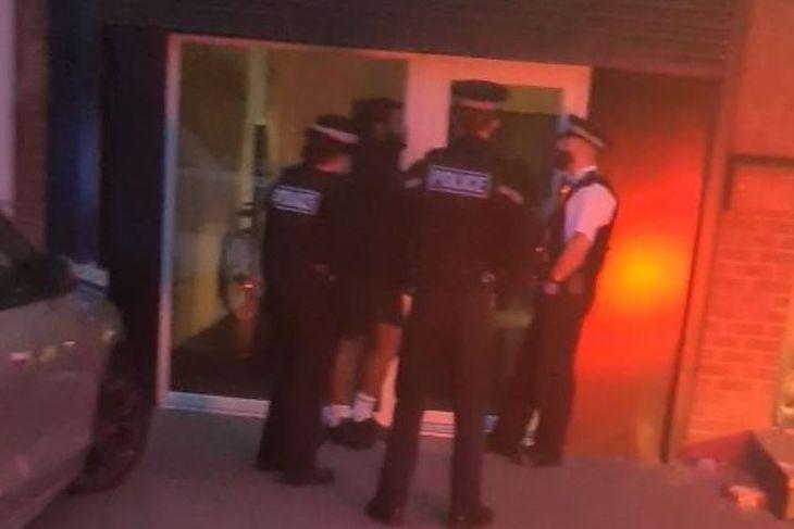 Brytyjka policja interweniuje w jednej z siłowni w Londynie