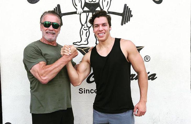 Arnold Schwarzenegger z synem Josephem Baeną