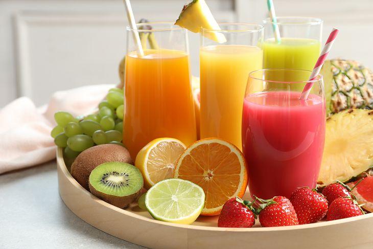 Koktajle owocowe, dietetyczne przyczyniają się do spalania kalorii.