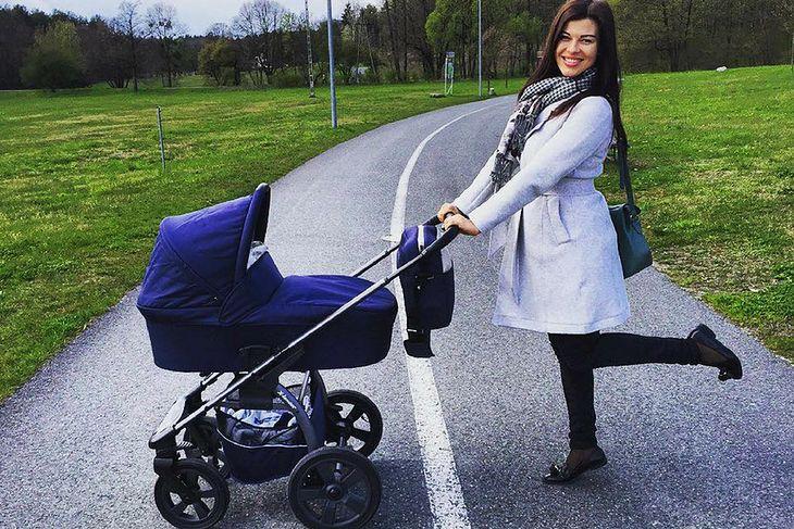 N. Gacka po porodzie praktykuje spacery z wózkiem