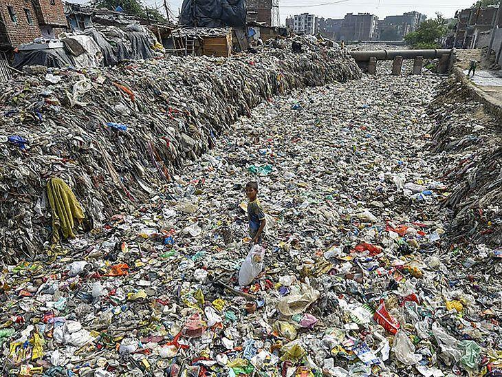 Rzeka śmieci w Nowym Dehli.