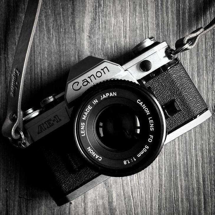 Oprócz tego spora większość osób posiada obecnie telefony komórkowe z wmontowanym narzędziem fotograficznym.