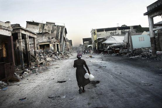 Tomasz Woźny laureatem BZ WBK Press Photo 2010 za reportaż z Haiti