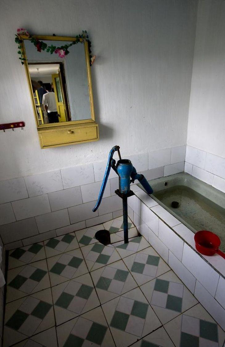 W niektórych domach jest trudno o wodę.