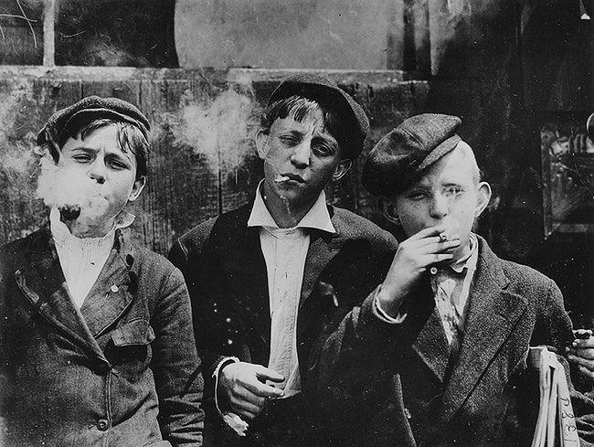 """Newsies at skeeter branch"", St Louis, USA, 1910 rok"