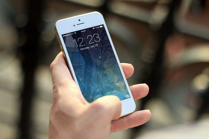 Wybieramy Telefon Dla Seniora. Intuicyjne Modele Dla Osób