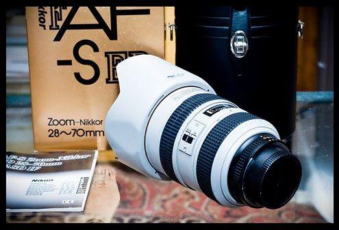 Rzadki obiektyw Nikona w szarej kolorystyce - aukcja eBay