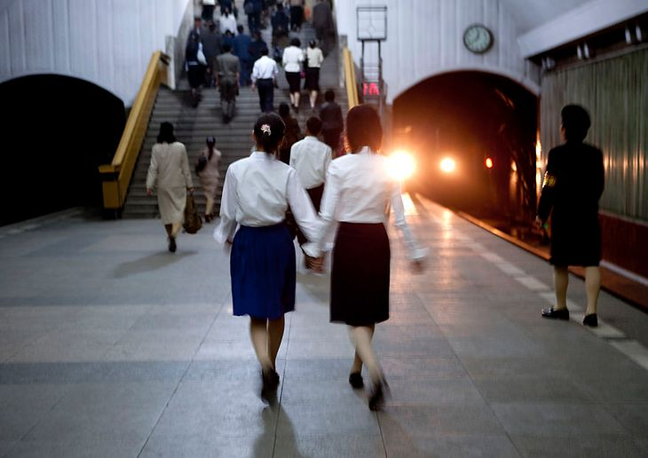 Metro w Pjongjang jest naprawdę wielkim systemem schronu bombowego.