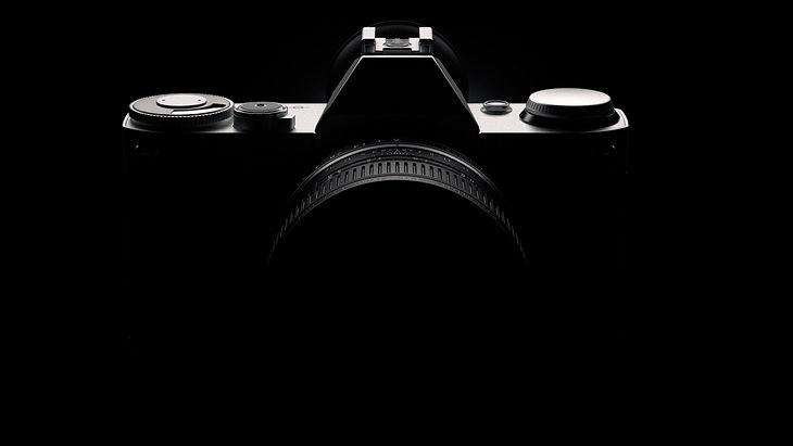 Zarys aparatu może wydawać się nieco znajomy. Riesenberg deklaruje zresztą fascynację i inspirację modelami z linii AE i AE-P. Zdecydowanie jest to widoczne.