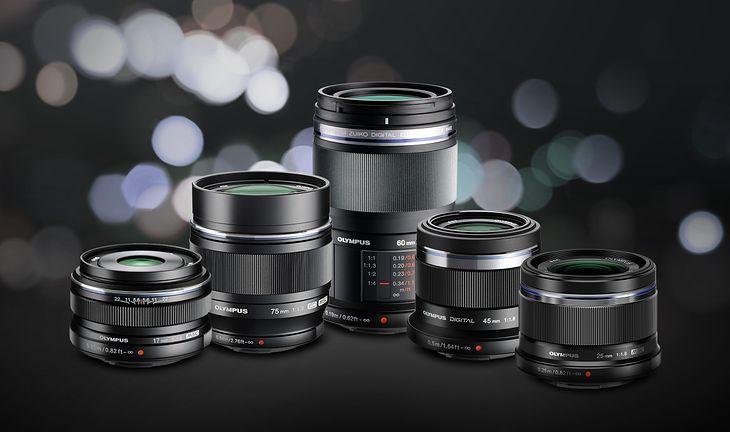 """Obiektyw objęte promocją """"Jaśniejsze obiektywy na ciemniejsze miesiące"""": M.ZUIKO DIGITAL 17 mm f/1.8, 25 mm f/1.8, 45 mm f/1.8, 60 mm f/2.8 Macro, 75 mm f/1.8."""