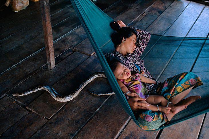 Matka i dziecko, Kambodża. Fot. Steve McCurry/time.com