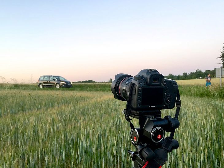 Canon 5Ds na sesji samochodu