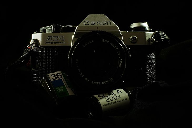 """Canon AE-1 Program: dobry i tani aparat na początek przygody z fotografią """"analogową"""""""