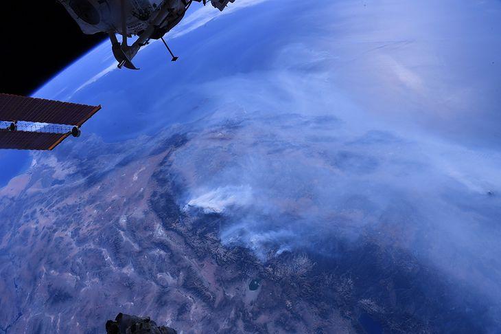 Zdjęcie dnia. Ogromne pożary w Kalifornii widoczne z Międzynarodowej Stacji Kosmicznej
