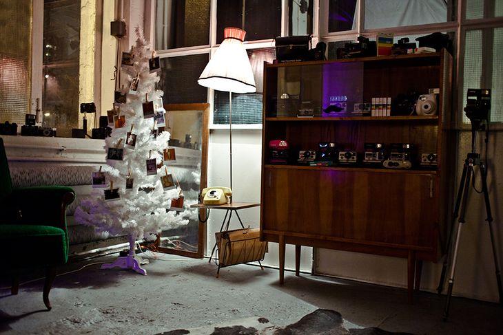 Natychmiastowe drzewko świąteczne We Love Instant w studio Grandessa