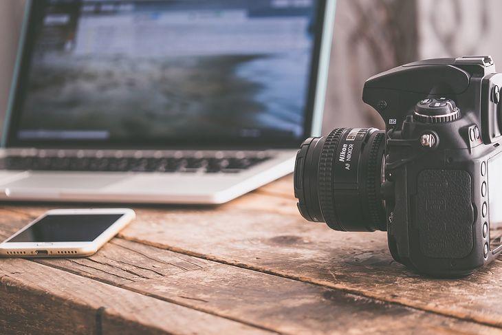 Co to jest fleksja w aparatach fotograficznych? Wyjaśniamy