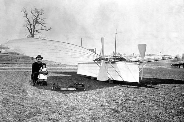 Jedna z późniejszych maszyn Whiteheada (źródło: Wikipedia)