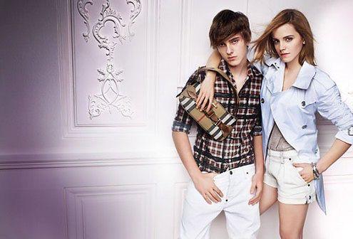 Emma Watson i jej obcięta w Photoshopie noga