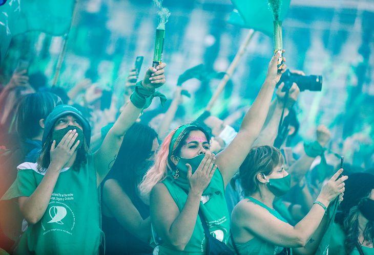 Kobiety protestujące przeciwko zakazowi aborcji. 18.11.2020, Buenos Aires, Argentyna (FOT. AGUSTIN MARCARIAN)