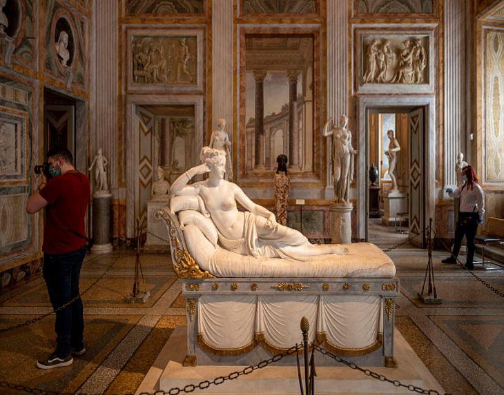 """Rzeźba """"Paulina Borghese jako Wenus"""""""