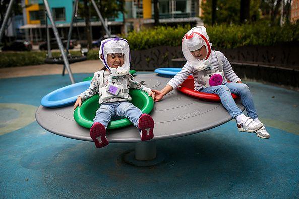 Koronawirus - dzieci na placu zabaw.