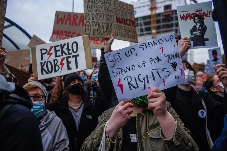 Strajki kobiet nasilają się