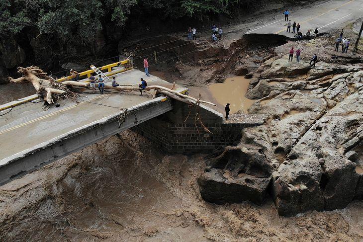 Efekty przejścia huraganu Iota w Hondurasie.