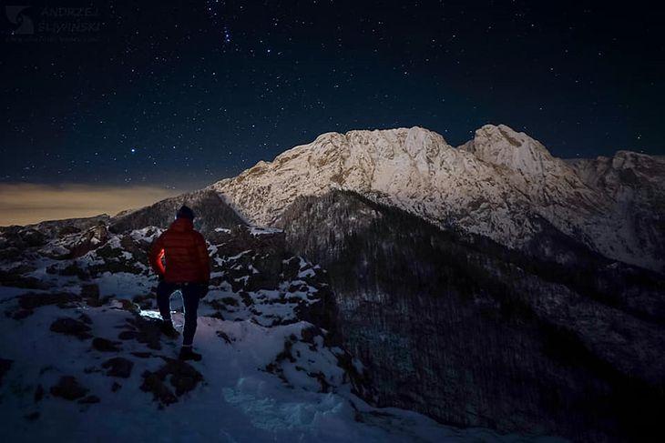 Giewont nocą. Niezwykłe zdjęcia wykonane przez Andrzeja Śliwińskiego