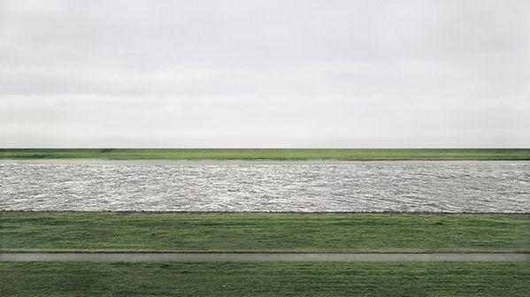 Rhine II, fot. Andreas Gursky.