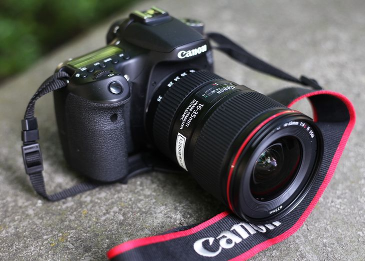 Zdjęcie przedprodukcyjnej wersji obiektywu EF 16-35 mm f/4 IS L