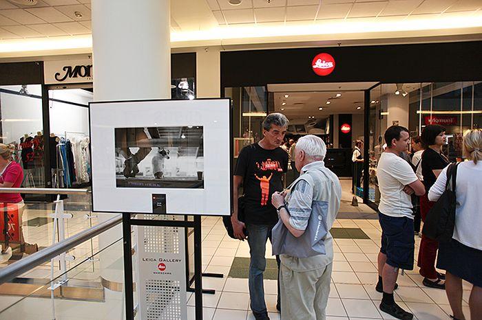 """Leica Gallery – wernisaż wystawy konkursu """"Moment jest tylko jeden"""" w 2011 roku, fot. Jacek Siwko"""