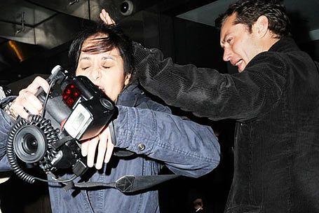 Zawód fotografa może być bardzo niebezpieczny...