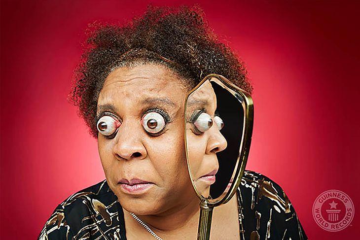 Kim Goodman zapisała sięw historii dzięki umiejętności wytrzeszczenia oczu na 12 mm poza oczodół.
