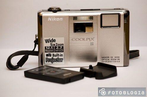 Test: Nikon S1000pj z projektorem