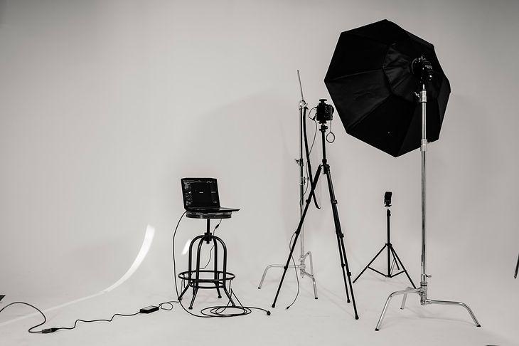 Czy lampa fotograficzna jest niezbędna? Wyjaśniamy