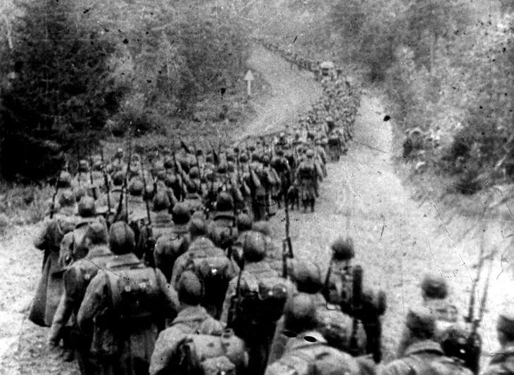 Żołnierze Armii Czerwonej wkraczają do Polski.
