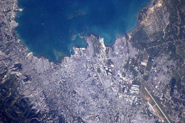 Port-Au-Prince, Haiti widziane z kosmosu; Fot. Soichi Noguchi
