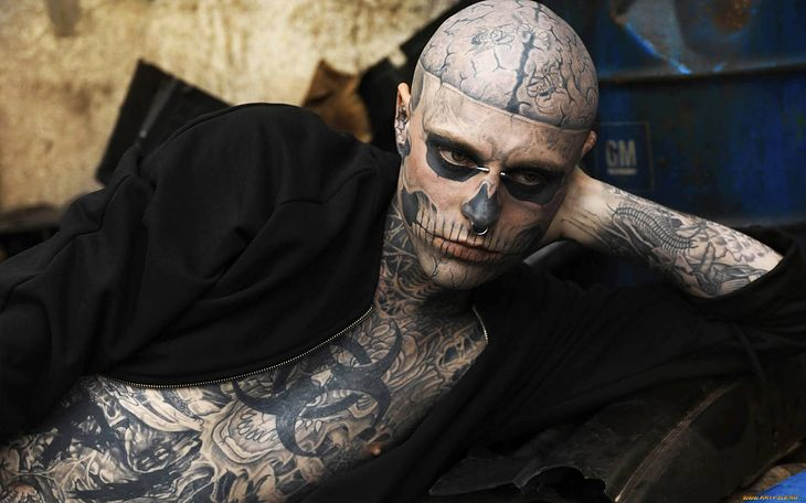 Nie żyje Zombie Boy Najbardziej Wytatuowany Model Na