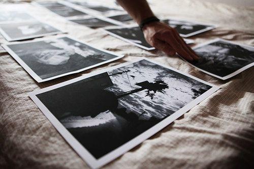 Podczas edycji wyselekcjonowane zdjęcia warto wydrukować i rozłożyć przed oczami. fot. TW