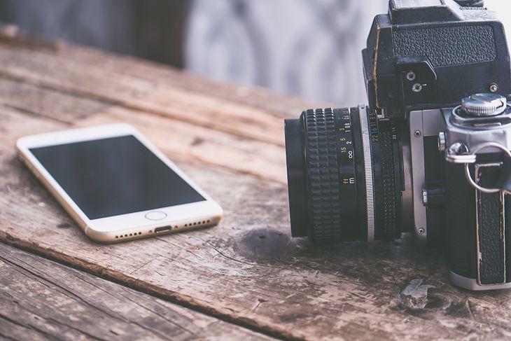 Amatorzy fotografii nie muszą sięgać po lustrzanki – do codziennej fotografii wystarczy kompakt lub dobry smartfon